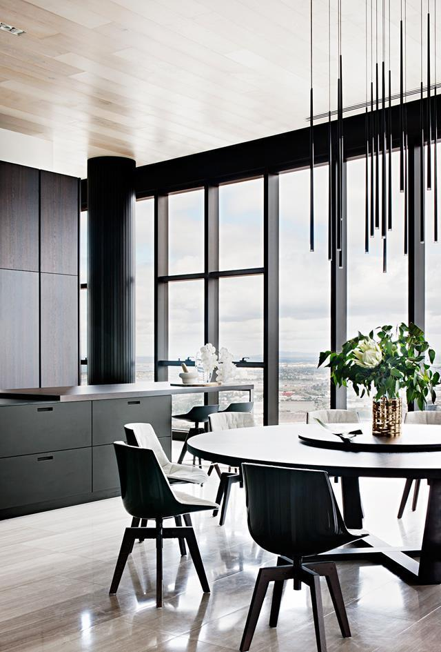"""Experienced penthouse architects Fitt De Felice have transformed a [Melbourne apartment](https://www.homestolove.com.au/monochromatic-melbourne-penthouse-6455