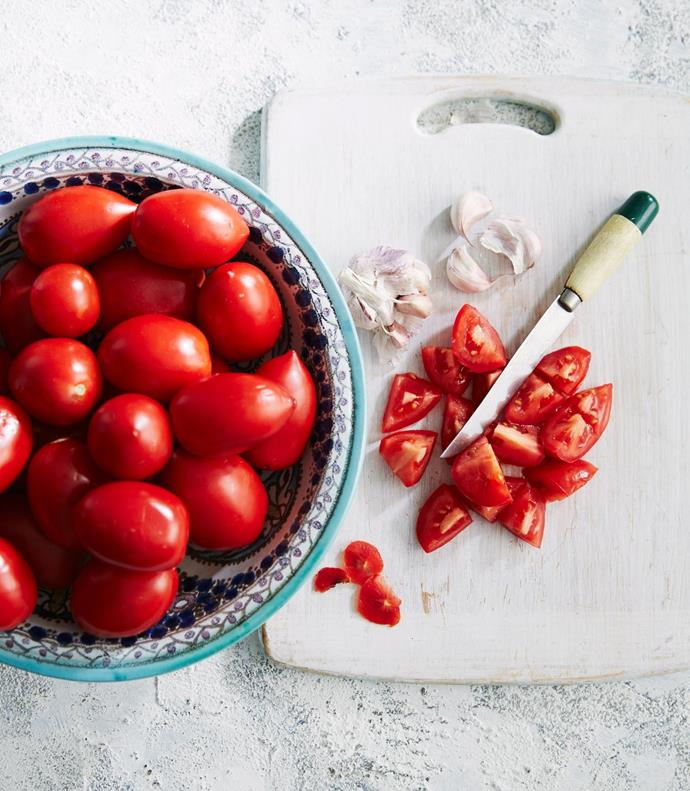 You can use any type of tomatoes to make this sauce.