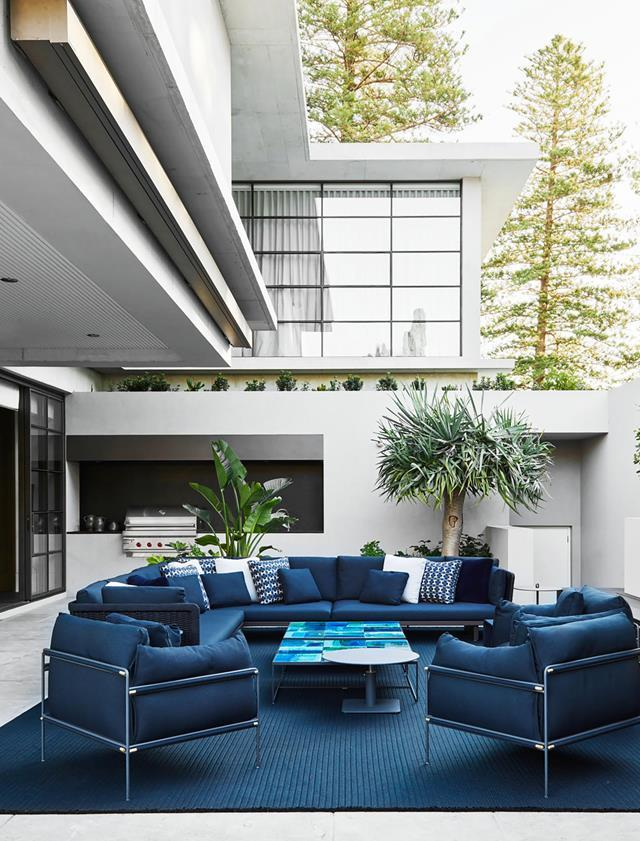 "This luxurious alfresco space has been swathed in shades of blue that reflect the [sophisticated home's](https://www.homestolove.com.au/luxurious-coastal-home-with-australian-art-21172|target=""_blank"") coastal location."