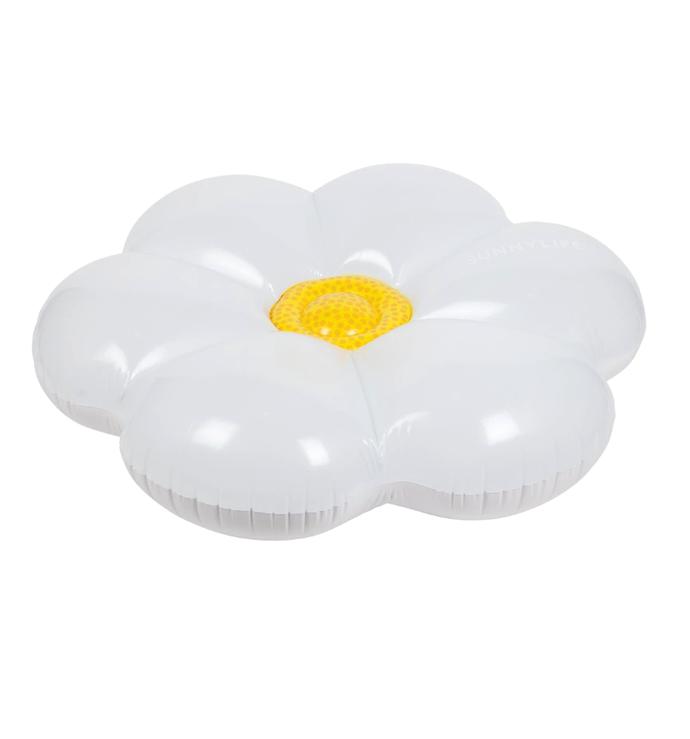 "Lie-on float daisy, $79.95, [Sunnylife](https://www.sunnylife.com.au/products/lie-on-float-daisy-ss17|target=""_blank""|rel=""nofollow"")"