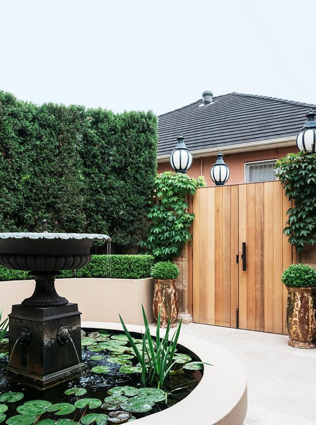 """An [elegant home](https://www.homestolove.com.au/a-classic-sydney-home-decorated-with-contemporary-and-antique-pieces-20209