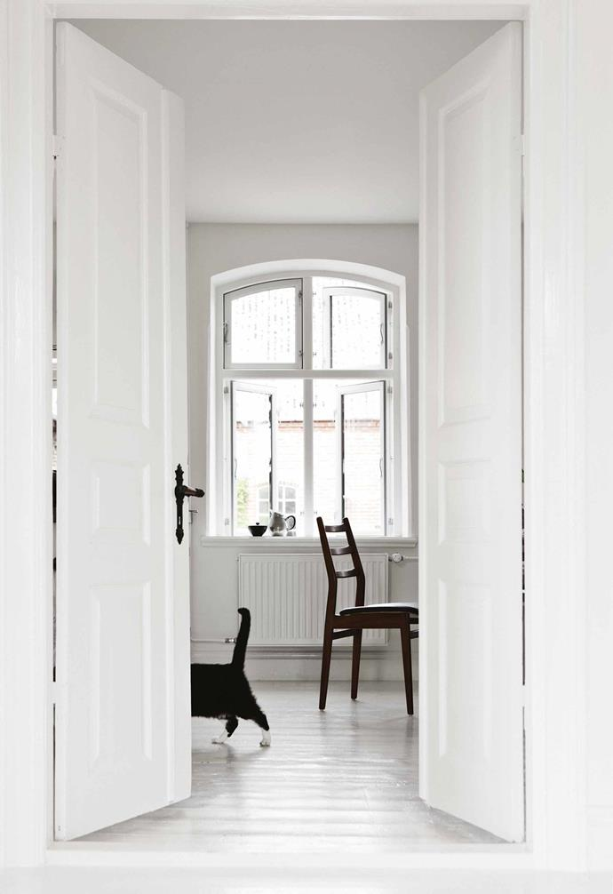 "**Colour palette** Nailing a white on white palette is easier than you think – the key is to start with [choosing the right white paint](https://www.homestolove.com.au/how-to-choose-the-right-white-for-your-walls-15386|target=""_blank"") for your home."