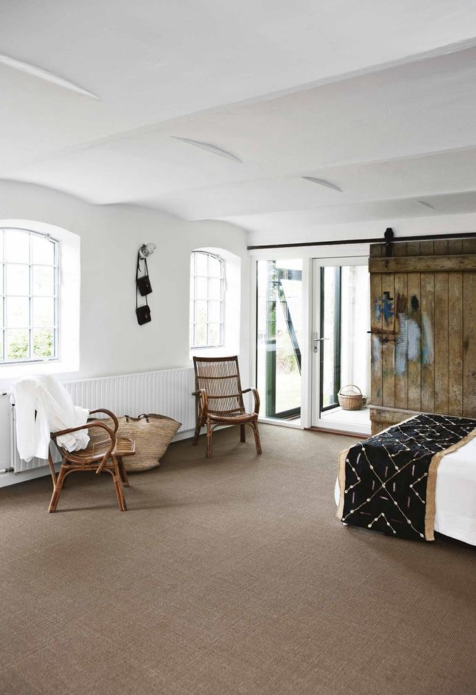 "Separated by a breezeway from the main part of the house, the guest room is housed in what was formerly horse stables. It's been [carpeted in natural-toned sisal](https://www.homestolove.com.au/sisal-flooring-design-ideas-21672|target=""_blank"") and furnished with [rattan](https://www.homestolove.com.au/rattan-furniture-trend-5592