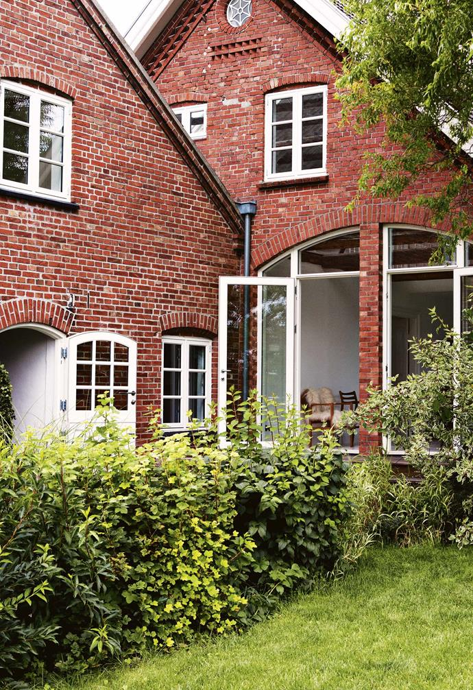 "Bente and Lutz bought the [farmhouse](https://www.homestolove.com.au/farmhouse-restoration-20815|target=""_blank"") in 2010 as a retreat from the stresses of their city lifestyle, but, ironically, it's been keeping them busy ever since. Retaining its [classic red-brick facade](https://www.homestolove.com.au/brick-homes-australia-19649