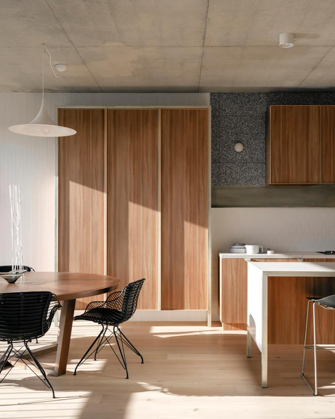 "Developer milieu and architects Freadman White pooled their skills on this inspired apartment, one of a boutique collection of 14 homes in a lively pocket of Melbourne. The design of the [chic apartment](https://www.homestolove.com.au/modernist-apartment-with-timeless-appeal-2175|target=""_blank"") was driven by a desire to maximise space and enhance liveability."