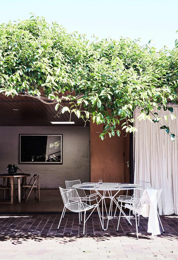 """The outdoor dining setting right outside the open-plan dining and living space of this [modernist home](https://www.homestolove.com.au/modernist-home-architect-peter-hall-19918