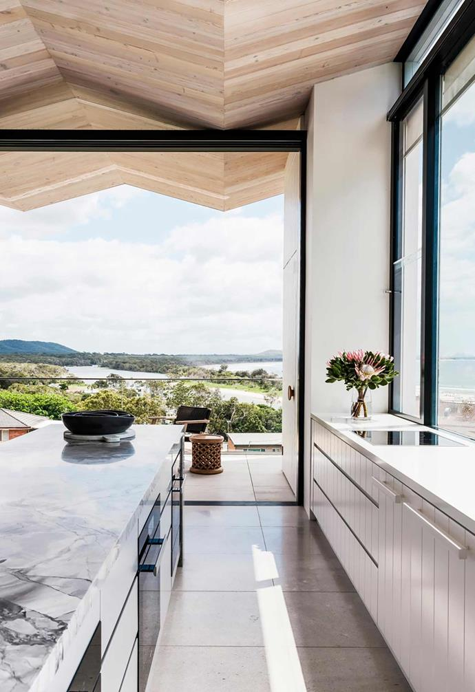 """This [luxury coastal apartment](https://www.homestolove.com.au/luxury-coastal-apartment-with-breathtaking-views-20736