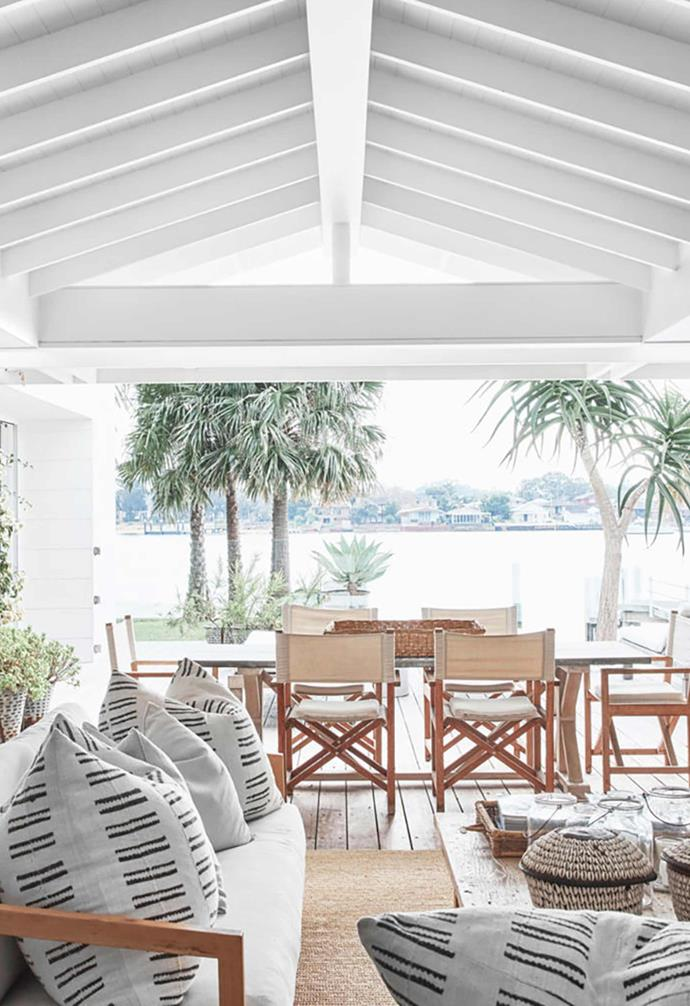 """This [coastal holiday home inspired by the Bahamas](https://www.homestolove.com.au/waterfront-abode-with-a-bahamas-inspired-aesthetic-20907