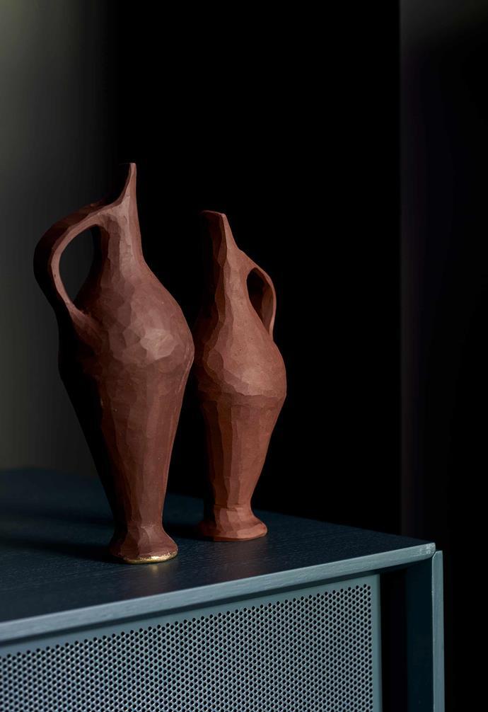 **Details** Beautiful ceramics decorate the home.