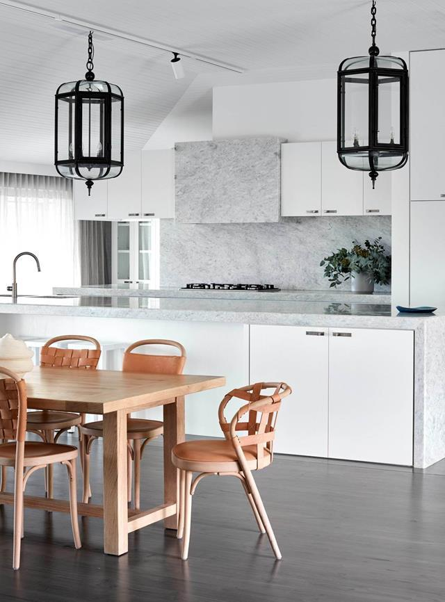 """**Country coastal** <pr> <pr>This [chic home](https://www.homestolove.com.au/a-luxe-melbourne-home-with-country-coastal-style-6929