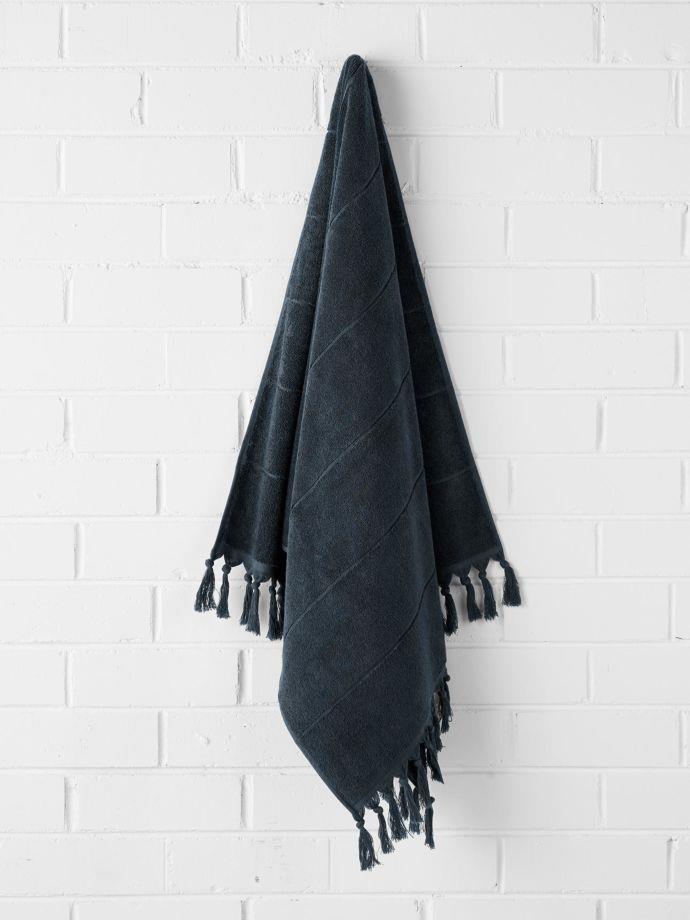 "Paros bath towel in Slate, $49.95, [Aura Home](https://fave.co/2EhO4rw|target=""_blank""|rel=""nofollow"")"