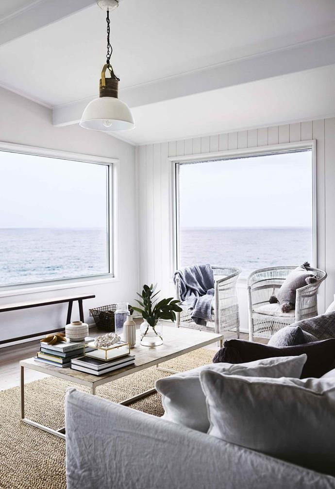 """**Classic coastal** <pr> <pr>This relaxed [beach house](https://www.homestolove.com.au/beach-house-mollymook-16946