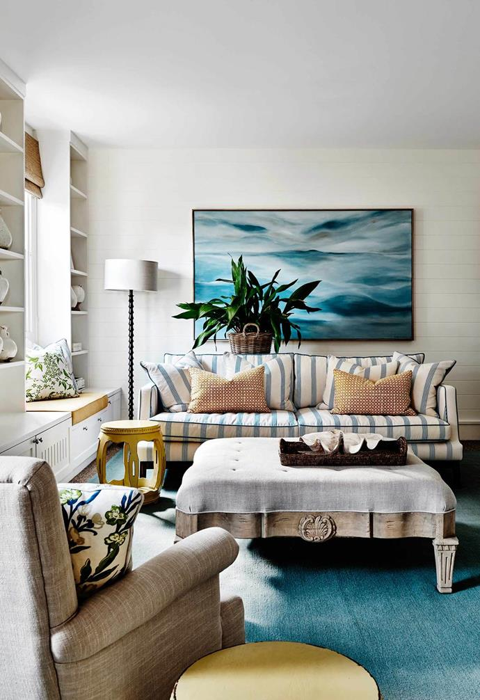"""**Hampton's style**<pr> <pr>The classic American seaside style has quickly become an Australian favourite. Two of the classic hallmarks of Hamptons style, nautical stripes and weatherboards, run throughout this [Mornington Peninsula weekender](https://www.homestolove.com.au/hamptons-style-mornington-peninsula-weekender-4558