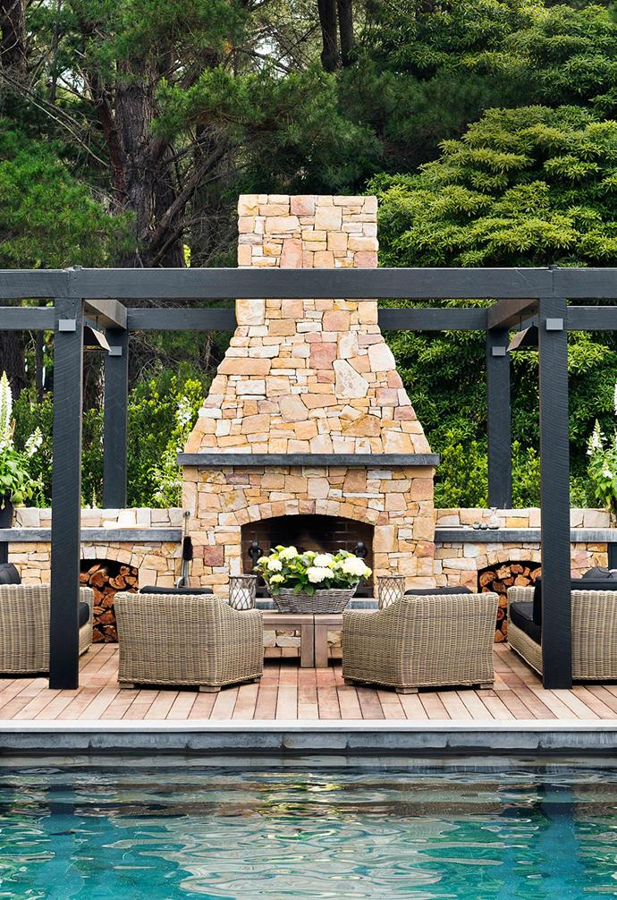 """Creating the ultimate outdoor entertaining zone was of paramount importance to Chyka Keebaugh when it came to the creation of her [Mornington Peninsula weekender](https://www.homestolove.com.au/mornington-peninsula-weekender-19583