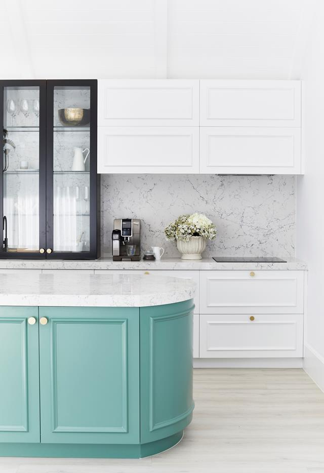 """[Three Birds Renovations'](https://www.homestolove.com.au/statement-kitchen-design-ideas-19238