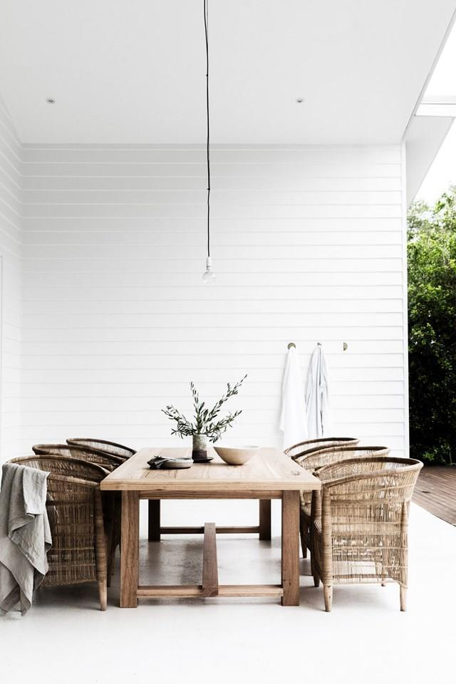 """Family and friends regularly kick back around the outdoor table of this [Byron Bay home filled with handcrafted goods](https://www.homestolove.com.au/a-byron-bay-home-filled-with-handcrafted-finds-19045