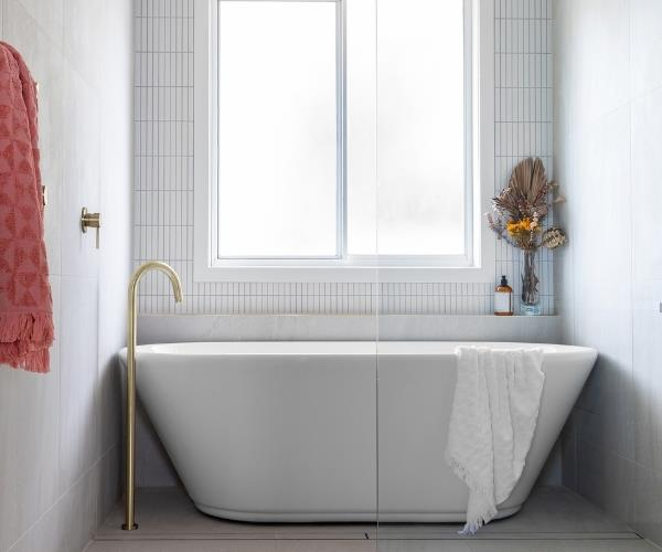 bold and beautiful bathroom