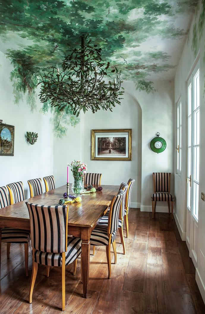 "The [dining room](https://www.homestolove.com.au/the-best-real-living-dining-rooms-21858|target=""_blank"") features vintage 1950s chairs and an antique table, but the pièce de résistance is the ceiling fresco by Pictalab and chandelier made with paper mâché."
