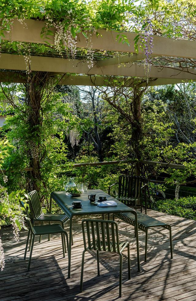 """Created from what was once a sloping rocky outcrop, this [lush garden](https://www.homestolove.com.au/a-rocky-slope-becomes-manicured-garden-6587