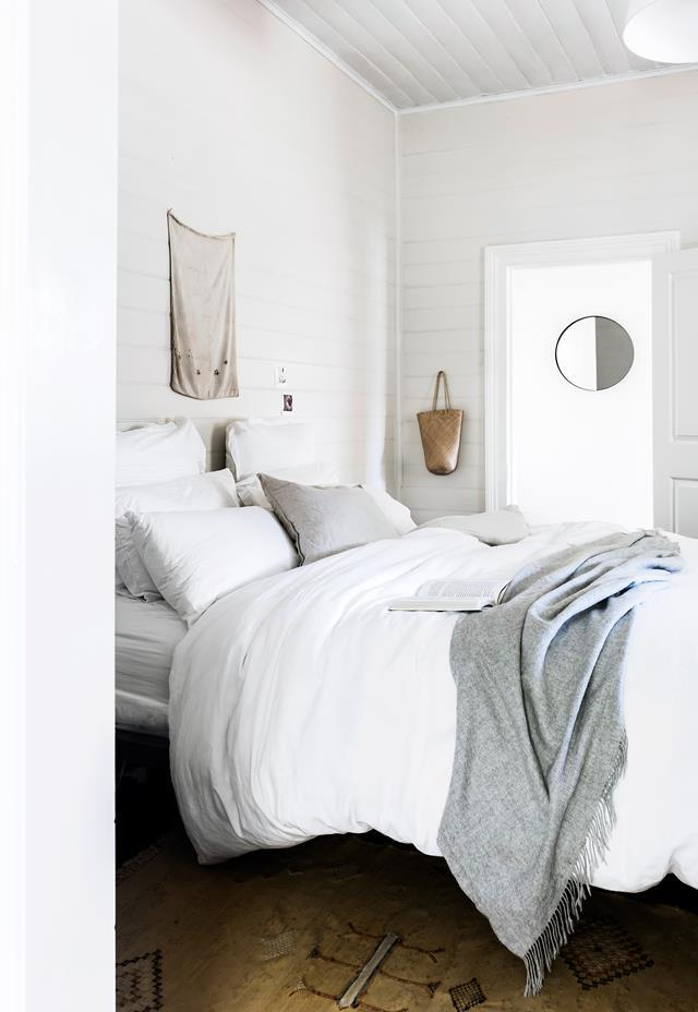 """The bed in this [creative couple's cottage in Byron Bay's Hinterland](https://www.homestolove.com.au/minimalist-cottage-in-byron-bay-5881
