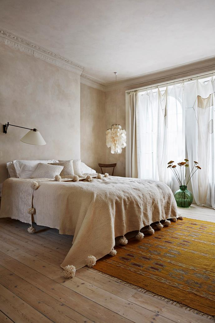 """In this [serene London townhouse](https://www.homestolove.com.au/serene-townhouse-london-21516