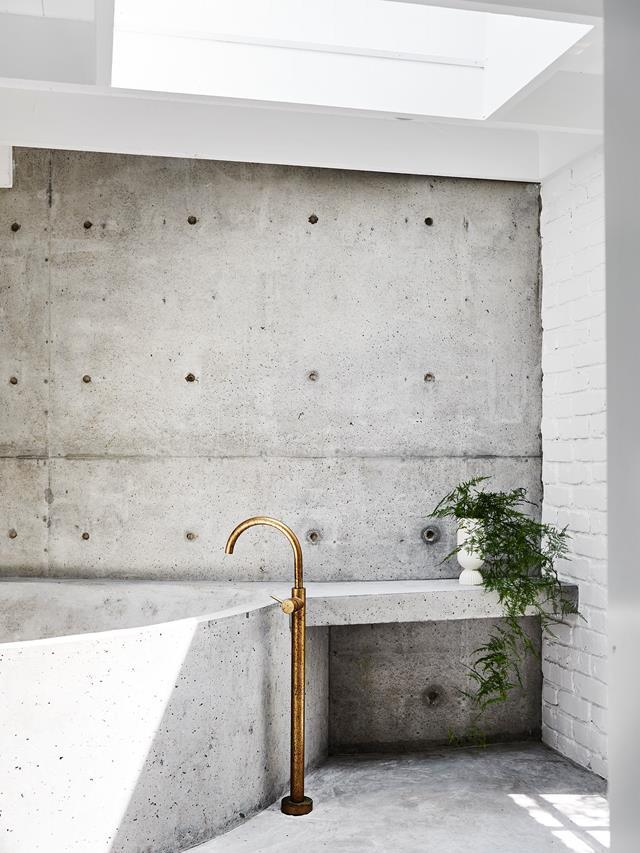 """The minimalist tapware by Rogerseller in the cool and contemporary bathroom in [Prudence Oliveri's colourful Jan Juc home](https://www.homestolove.com.au/prudence-olivieri-home-21346