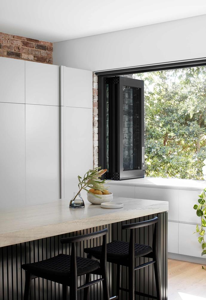 "**Outdoor servery** Bifold windows at the end of the kitchen make light work of handing out food and plates. B&B Italia 'Jens' stools, [Space](https://www.spacefurniture.com.au/|target=""_blank""