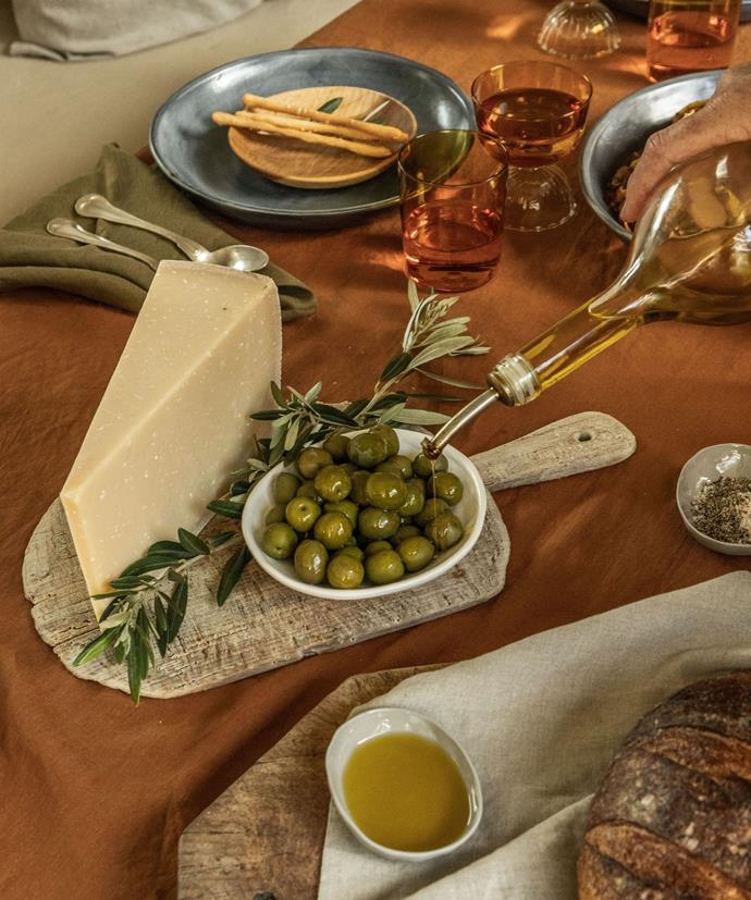 Earthy colours and natural textures set the tone for this relaxed Italian feast.