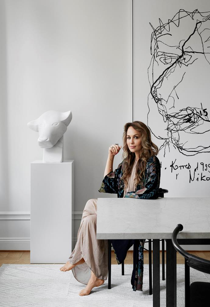 "A white marble bull head by sculptor Andrzej Danielski takes pride of place in the [dining room](https://www.homestolove.com.au/preview/the-best-real-living-dining-rooms-21858|target=""_blank"") behind a limestone-topped table Louise found at an auction, and vintage Point chairs by Jonas Bohlin. On the wall is an artwork by Polish artist Luciana Ame."