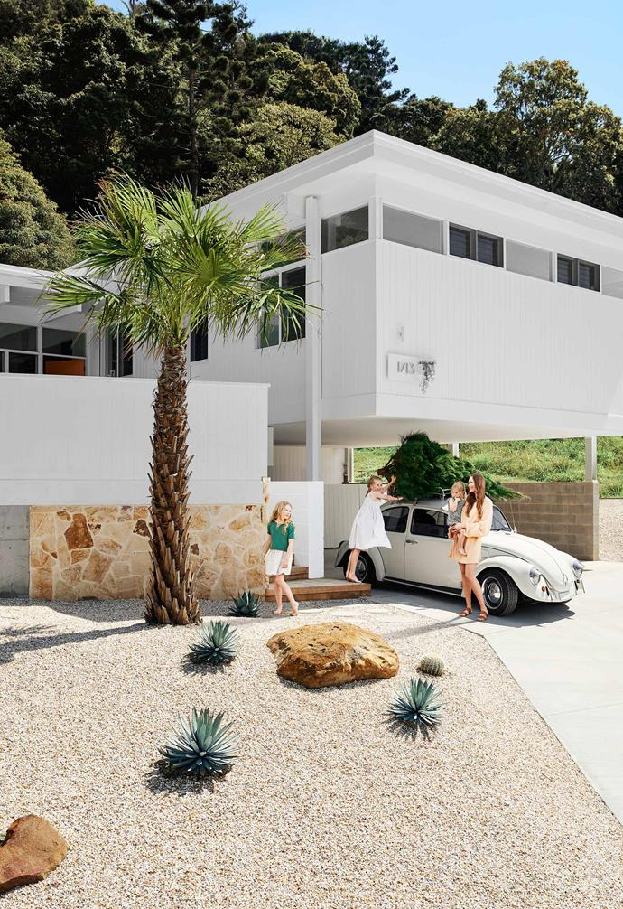 """High amongst the gumtrees and by the coast in Byron Bay, this [modernist-inspired home](https://www.homestolove.com.au/modernist-house-byron-bay-20913