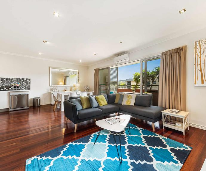 "**[Capel Breeze Apartment, Mornington Peninsula, VIC](https://www.stayz.com.au/holiday-rental/p9197421|target=""_blank""