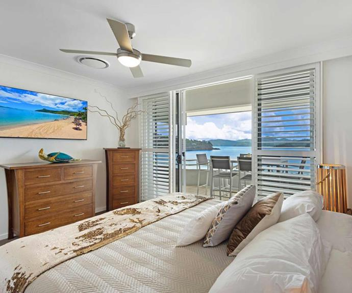 "**[Beach Front Apartment, Hamilton Island, QLD](https://www.stayz.com.au/holiday-rental/p9210650|target=""_blank""