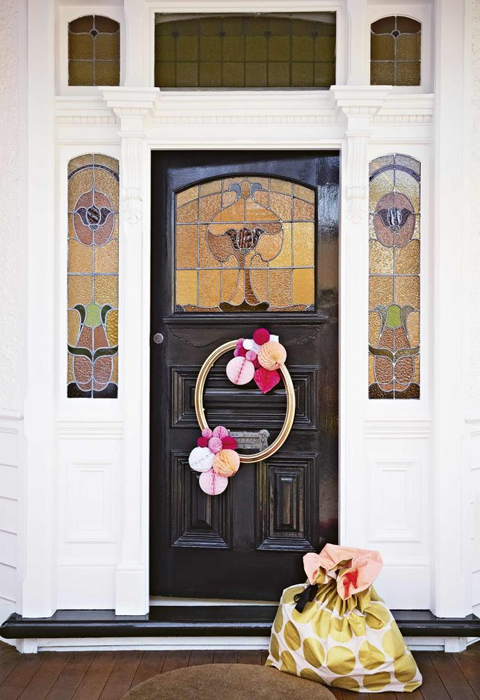 "**Entry** Greet your guests with this easy yet elegant wreath, made with an old picture frame, spray-painted gold then adorned with paper balls from [Poppies for Grace](https://poppiesforgrace.com/|target=""_blank""