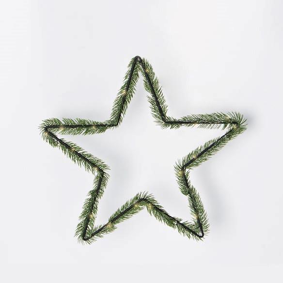 "Morgan & Finch, LED Pine Star Wreath, $24.99, [Bed, Bath N' Table](https://www.bedbathntable.com.au/te-led-pine-star-wreath-green-21167501|target=""_blank""|rel=""nofollow"")"