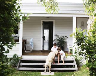 verandah-steps-Lowry-home-nov15