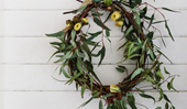 How to make an easy and elegant Christmas wreath