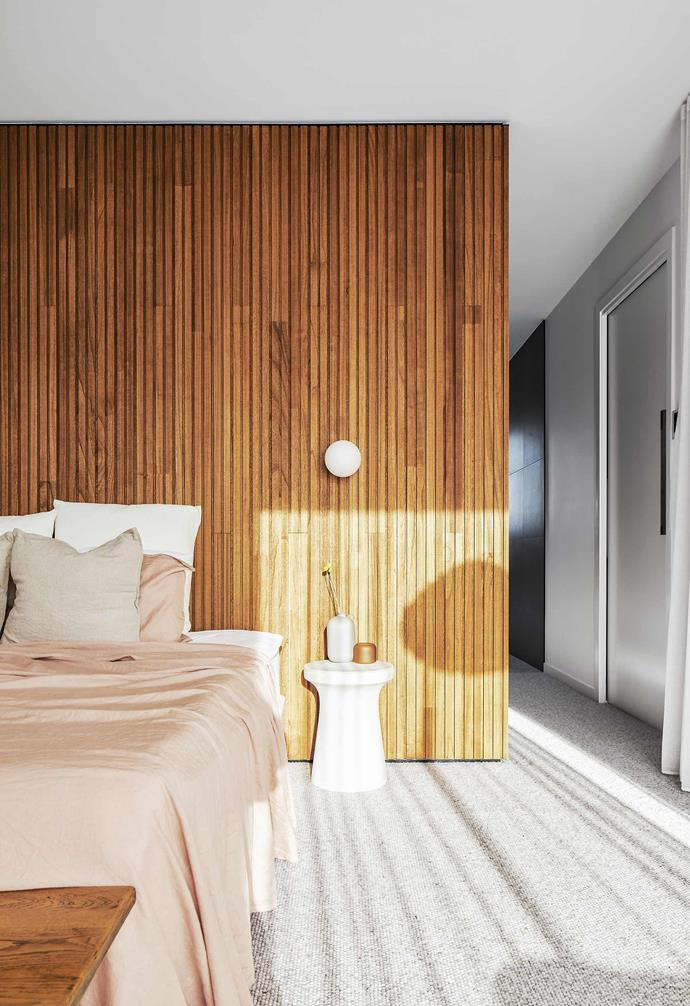 """**Main bedroom** """"We wanted to add some texture and warmth with the timber,"""" says Joelle. """"The batten wall in [Glosswood](https://www.glosswood.com.au/