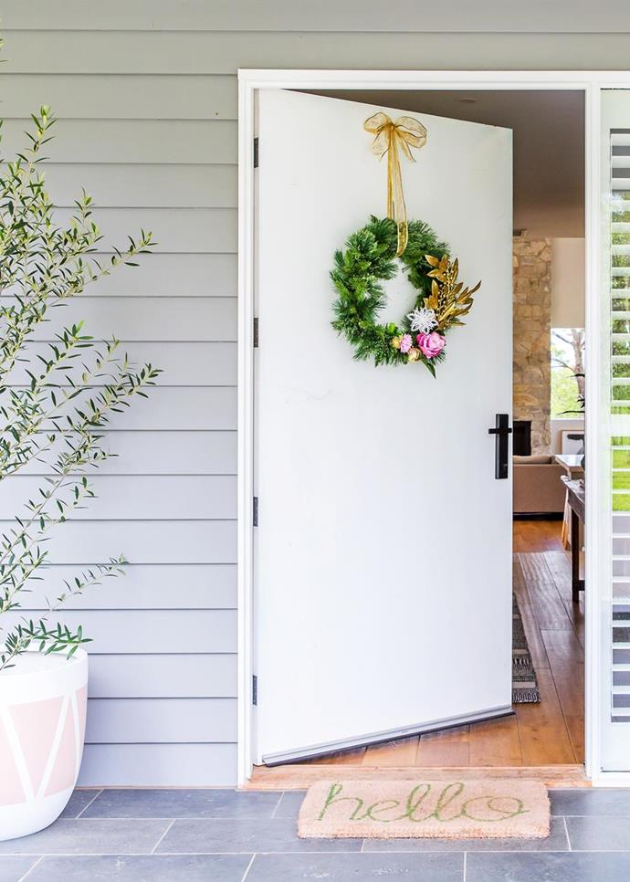 """A colourful Christmas wreath ties in perfectly with the [Hamptons style home interior of this cottage on the Mornington Peninsula](https://www.homestolove.com.au/colourful-hamptons-style-home-6160