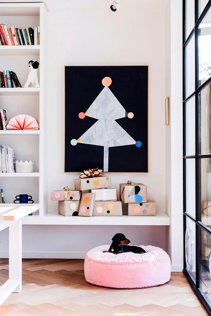 """Unsurprisingly, Christmas in artist and designer [Rachel Castle's home](https://www.homestolove.com.au/rachel-castle-hosts-a-festive-ladies-lunch-to-remember-6164