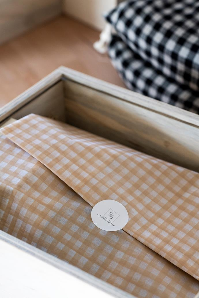Gingham wrapping inside the wooden hampers.