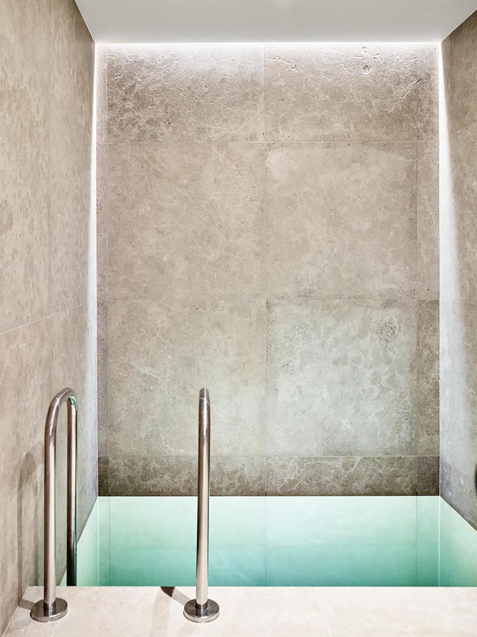 Moroccan Colmar limestone from Eco Outdoor clads the plunge pool walls and flooring.