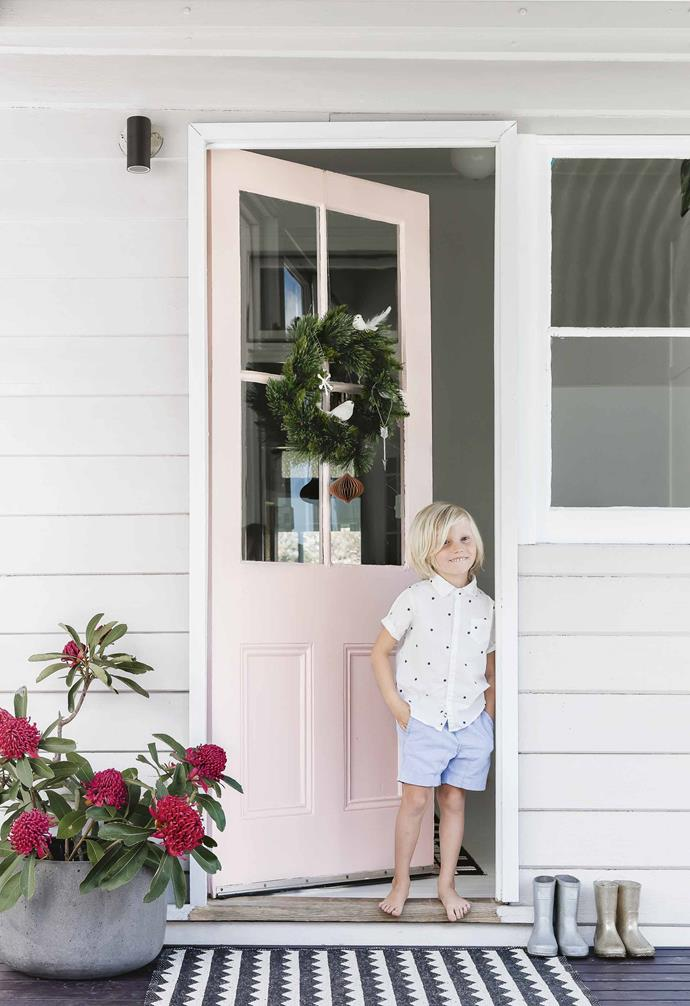 """In this [renovated coastal farmhouse](https://www.homestolove.com.au/coastal-farmhouse-thirroul-17691