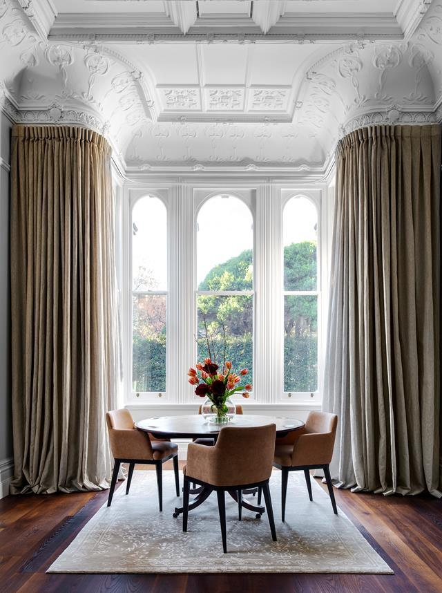 "This [Italianate villa](https://www.homestolove.com.au/restored-19th-century-villa-20488|target=""_blank"") in bayside Melbourne had seen better days but, thanks to a thoughtful makeover, it's set for a fine future. This dining setting, in a picturesque corner of the formal living room, is used for intimate gatherings."