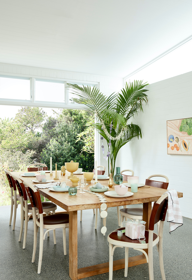 "This [recently-built home](https://www.homestolove.com.au/1970s-beach-house-christmas-22098|target=""_blank"") is a modern interpretation of the dream Australian beach house. The beautifully bright dining area seamlessly flows to the outdoor area."