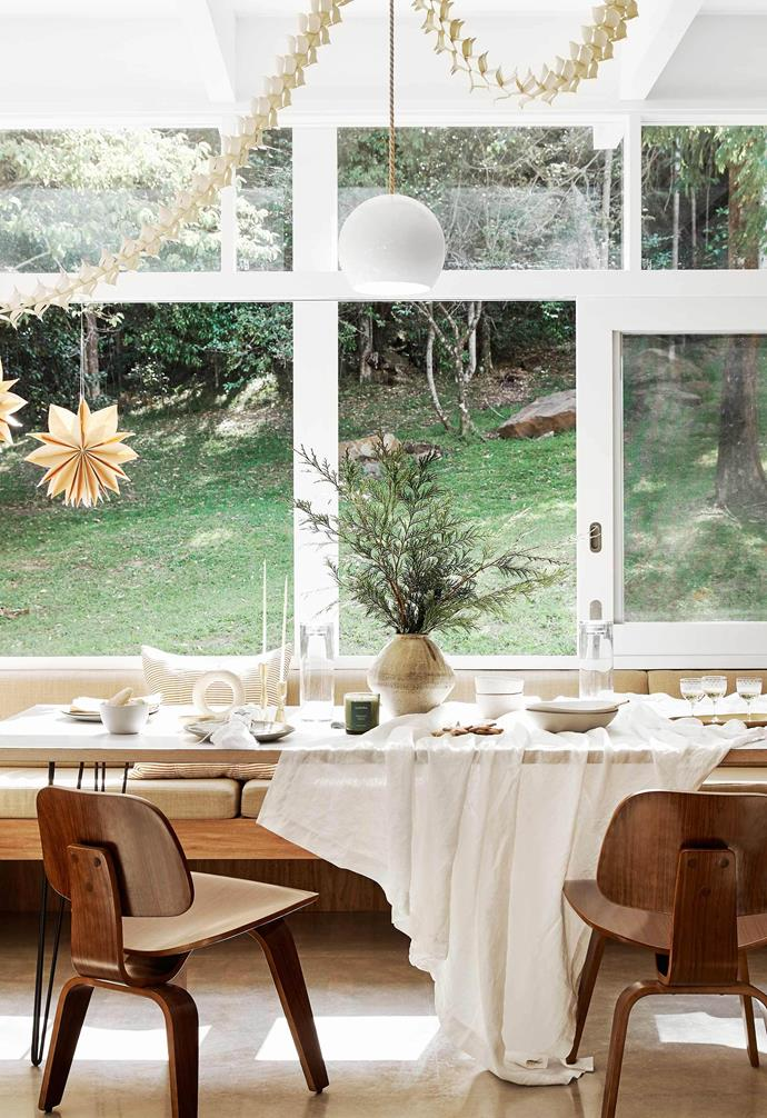 """Hosting friends and family throughout the festive season can be a stressful affair, so here we share [4 ways to be the ultimate host this summer](https://www.homestolove.com.au/hosting-christmas-party-tips-19262