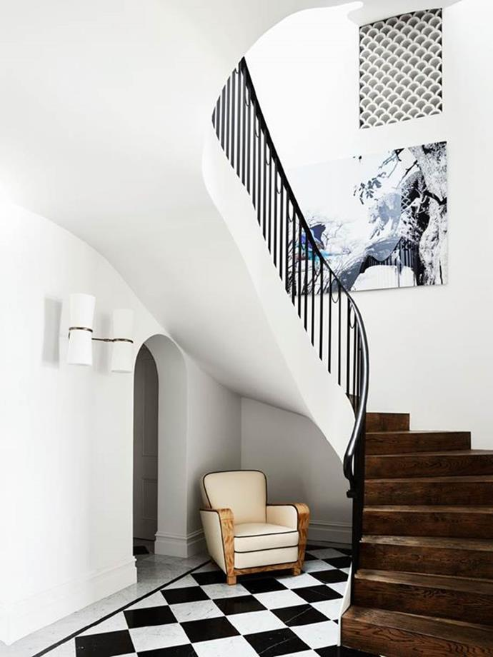 """To create a sense of arrival, architect Luigi Roselli moved the entry of this [Spanish Mission style home](https://www.homestolove.com.au/a-spanish-mission-style-homes-hollywood-glamour-update-6677