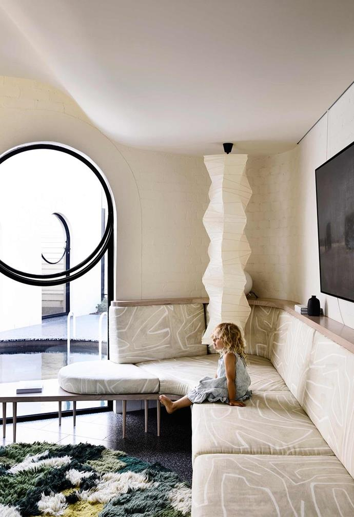 """A multitude of curves and dramatically contrasting elements bring bold drama and intrigue to this [circular Melbourne home](https://www.homestolove.com.au/inside-out-home-of-the-year-2019-20784