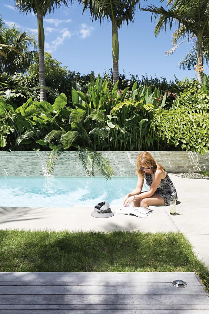 **Outdoor area** Canna lilies, taro plants, jasmine and palms frame the pool's edge.