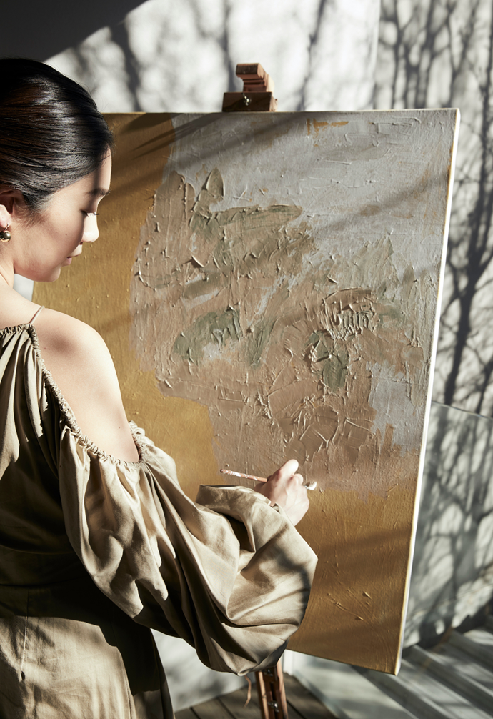 The artist favours thick brush strokes, layering rich textures of acrylic paint.