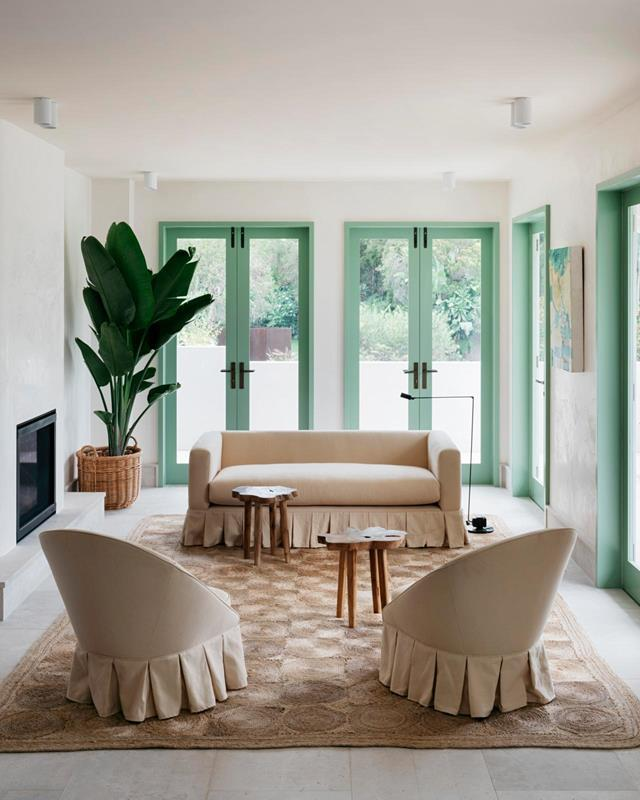 """Located on the beachfront in Sydney's eastern suburbs, this [coastal house](https://www.homestolove.com.au/coastal-house-with-european-seaside-ambience-21645